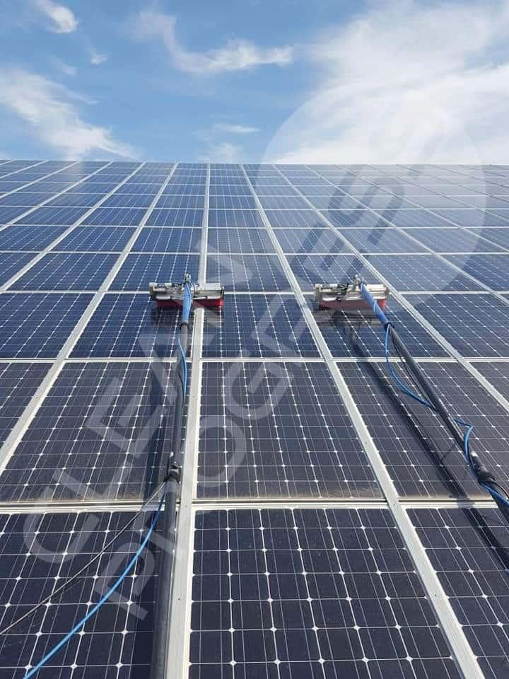 Nettoyage de champs solaires à la brosse mécanique par Clean Progress dans toute la France